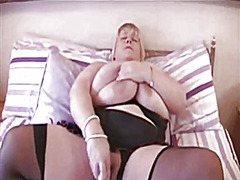 Thumb: Busty amateur gets off
