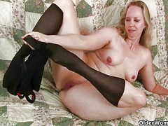 Mom's pantyhosed pussy... video