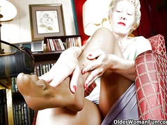 Xhamster - Mom looks so hot in he...