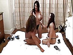 Xhamster Movie:3 female bodybuilders play wit...