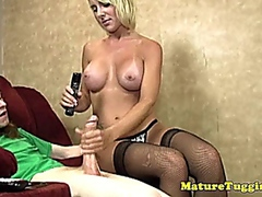 Mature handjob loving milf tugging teen