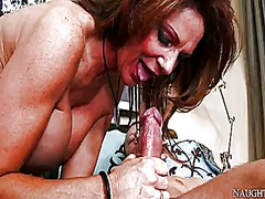 Wet Place - Mr. pete gets seduced into fucking by with bubbly butt and shaved cunt