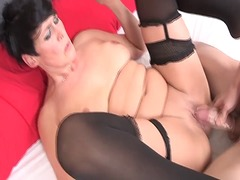Nympho mature wants tr...