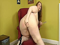 Yummy brunette bbw toying preview