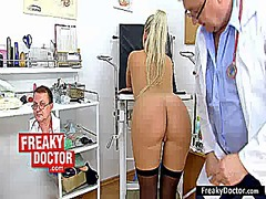Old gynecologist treat... video