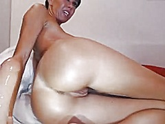 Private Home Clips Movie:Oiled up brunette fucks ass ha...