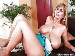 Busty mom gives her li... - Xhamster