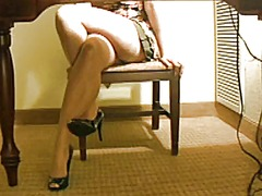 Lady wets her panties ... video