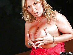 Thumb: Big boobed mom can't c...