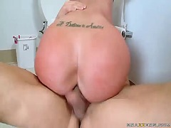 Thumb: Kelly devine using her...