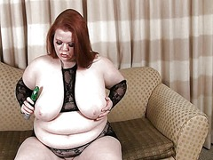 Red head bbw plays wit...