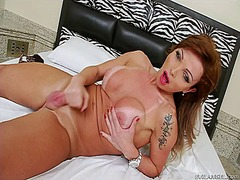 Bubble butt tranny playing with her dick