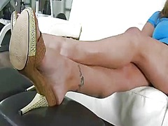 Bigtitted mommy requir... - Yobt TV